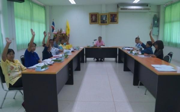 ประชุมคณะกรรมการติดตามและประเมินผลแผนพัฒนาองค์การบริหารส่วนตำบลห้วยยั้ง